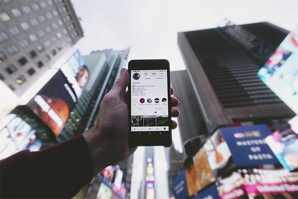 Instagram hosts Mobile Advertising Investments